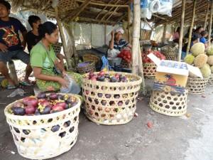 En d'autres lieux (ici à Lombok, Indonésie), mangoustan rime avec abondance…